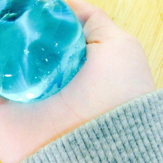 宝石みたいにキラキラ光る♡ぷるぷるゼリー石けんは超簡単に作れるんです♪