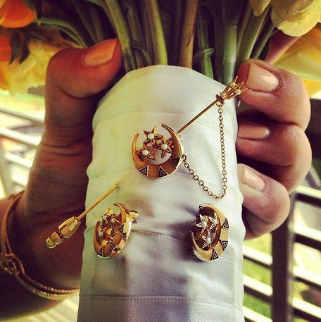 ΔΔΔ sisters' badges on your wedding bouquet as something borrowed ♆ perfect for sarah!
