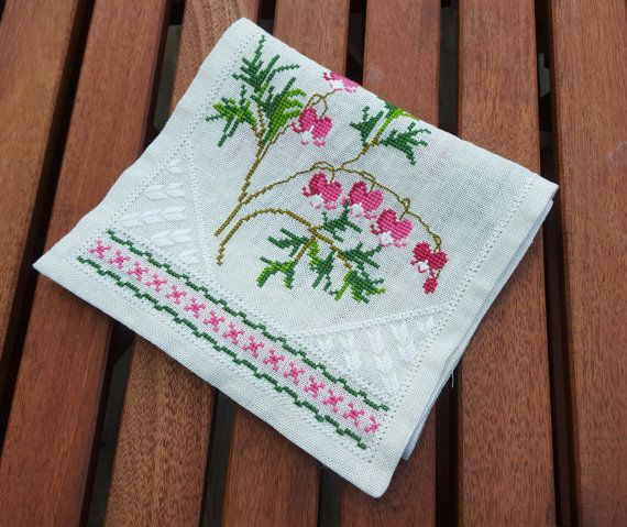 Swedish vintage hand embroidered white linen by ElineaVintage