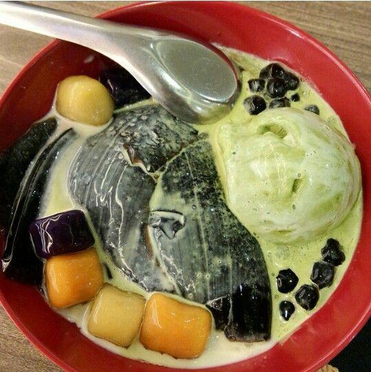 Grass jelly + Q-ball + pearl + matcha ice cream by Hong Tang