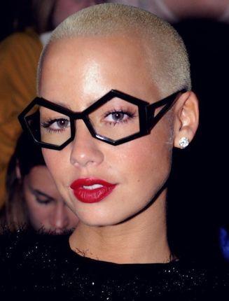 Omdat wij toch veel verzoekjes krijgen voor korte kapsels met bril en inspiratie voor leuke gekke kleurtjes…hier 28 stoere kapsels!!