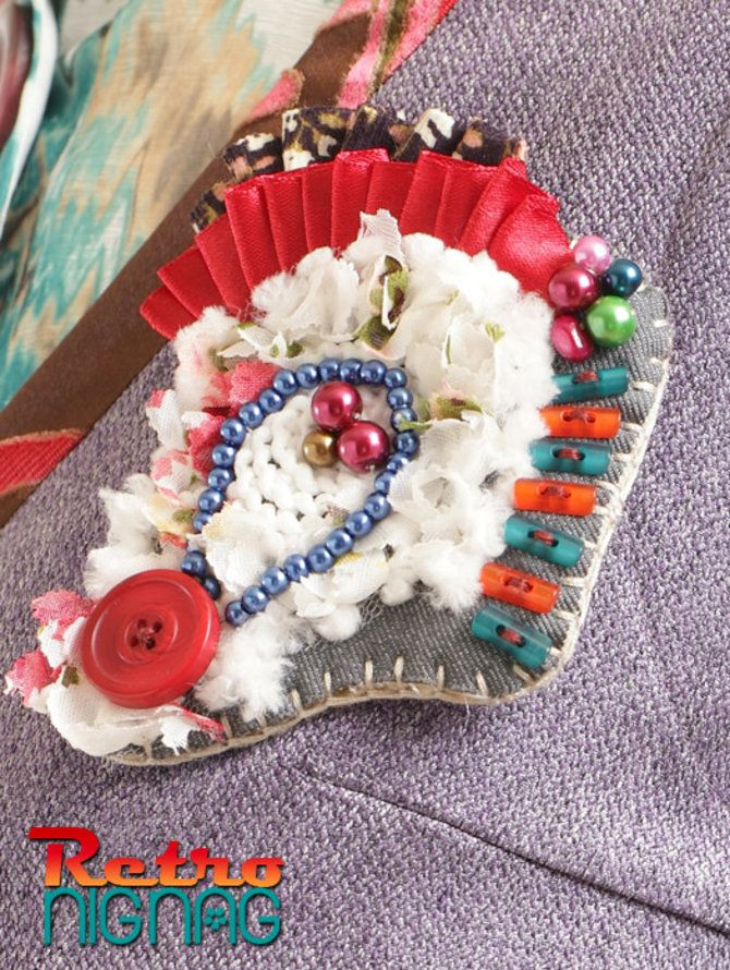 Timer of Past brooch @Tuneeca  Brooch dengan aplikasi pita merah, imitation pearl, button fancy terracotta dan button red.