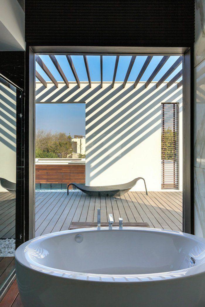 baignoire ronde, terrasse en bois