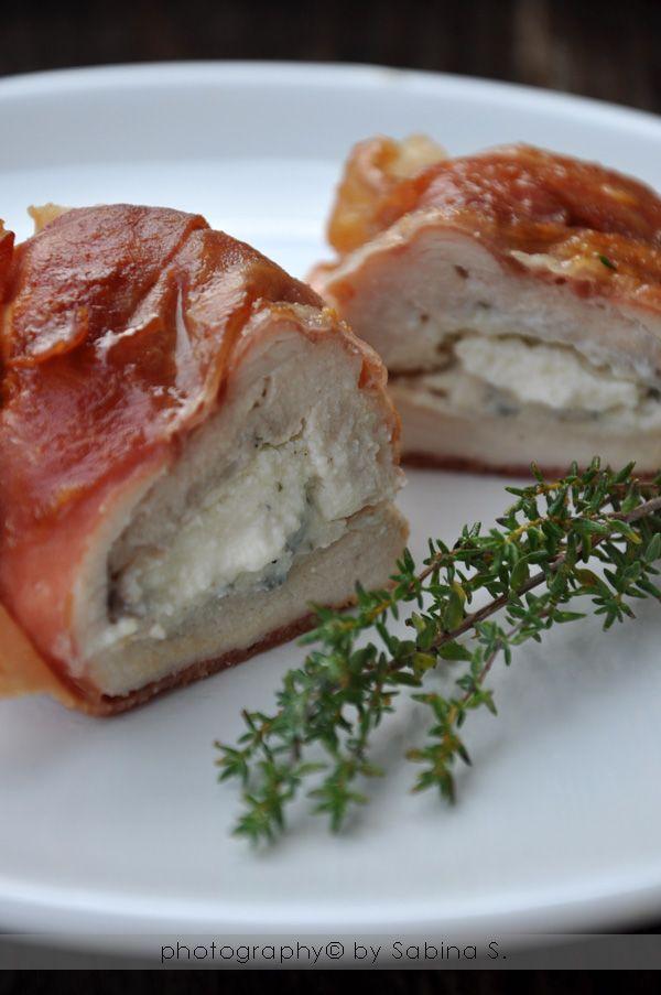 Involtini di pollo con prosciutto crudo, ricotta e salvia