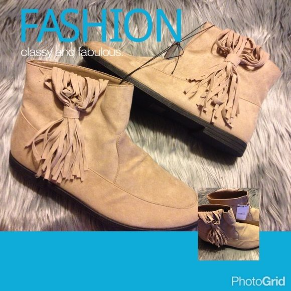 NEW NWT tan ankle boots fringe size 9 womens NEW NWT tan ankle boots size 8/9 womens price firm I will not negotiate price nor will I upload any additional photos two photos are shown in one and are pretty self-explanatory more photos are shown on items that are not brand-new thanks for understanding brand-new Shoes Ankle Boots & Booties