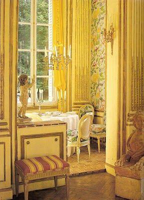 Rococo decor  ロココ調もまたよし。