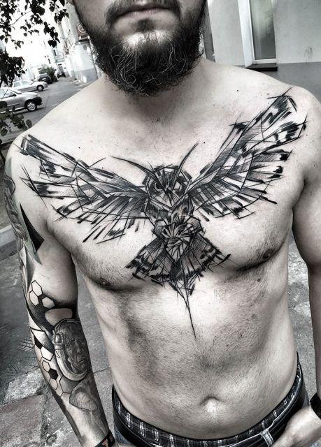 Tatoo coruja peito