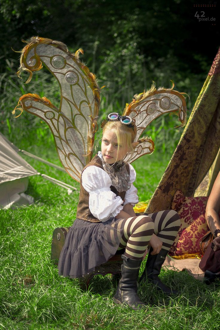 Hi I'm twist I'm a pixie my mother was a dark fairy and my dad was an angel and then boom here I am. I'm 10 and very sassy. I like steampunk, gears, drawing, flying, and pulling pranks. I have a older sister she's a witch and pixie. Introduce