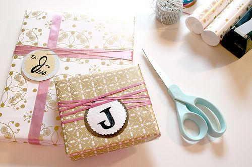 wrapping: Monograms Gifts, Christmas Gifts Wraps, Giftwrap, Gifts Ideas, Gifts Crafts, Gifts Tags, Christmas Wraps, Wraps Ideas, Christmas Wrapping