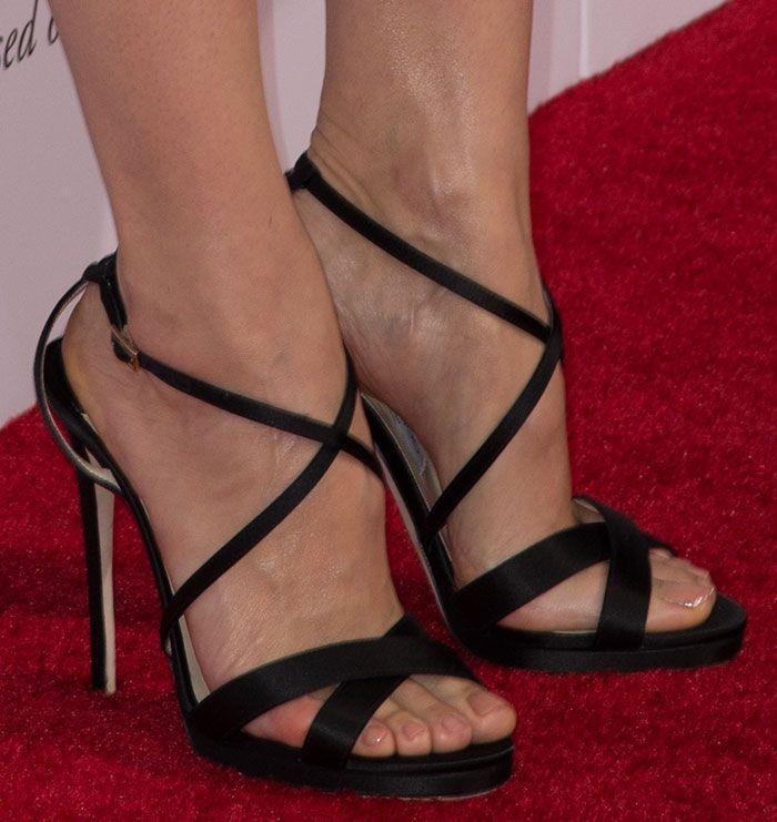 Jennifer Garner Sweet and Feminine in Jimmy Choo Heels