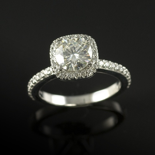 Round center cushion halo engagement ring: Cushions Halo, In Love, Dreams Wedding Rings, Gorgeous Rings, Center Cushions, Dreams Ringggg, Round Center, Halo Engagement Rings, Cushion Halo