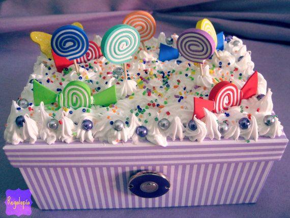 Decoden Sweet box / Caja decorada con piruletas y caramelos €25.00  https://www.etsy.com/es/listing/161746461/caja-decorada-con-piruletas-y-caramelos http://www.ebay.es/itm/271271730281