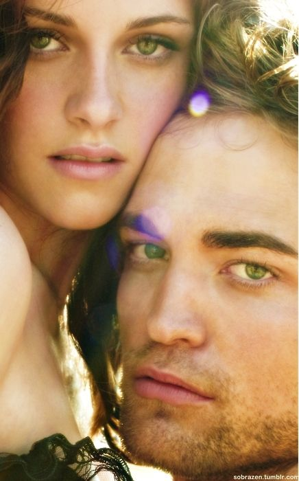 Kristen Stewart + Robert Pattinson, Vanity Fair. Not a fan of them in Twilight, but they make a gorgeous couple!