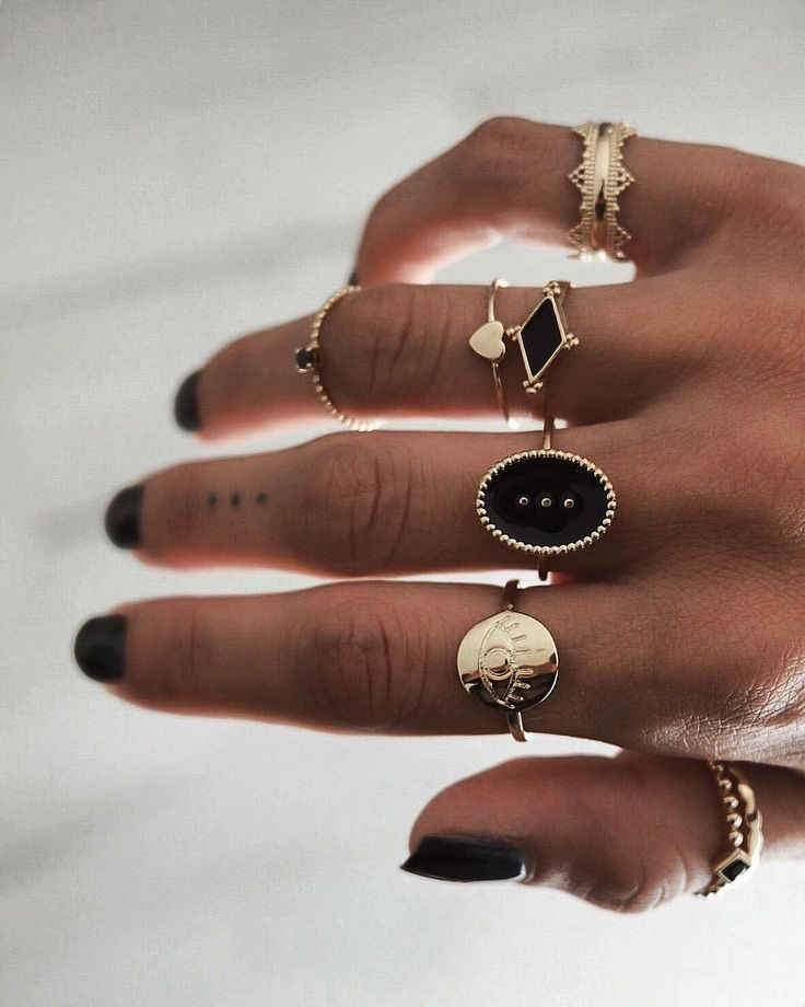 Amazing RINGS. Black & Gold ♡ The little news 👁 www.tha-maka.com #photooftheda …