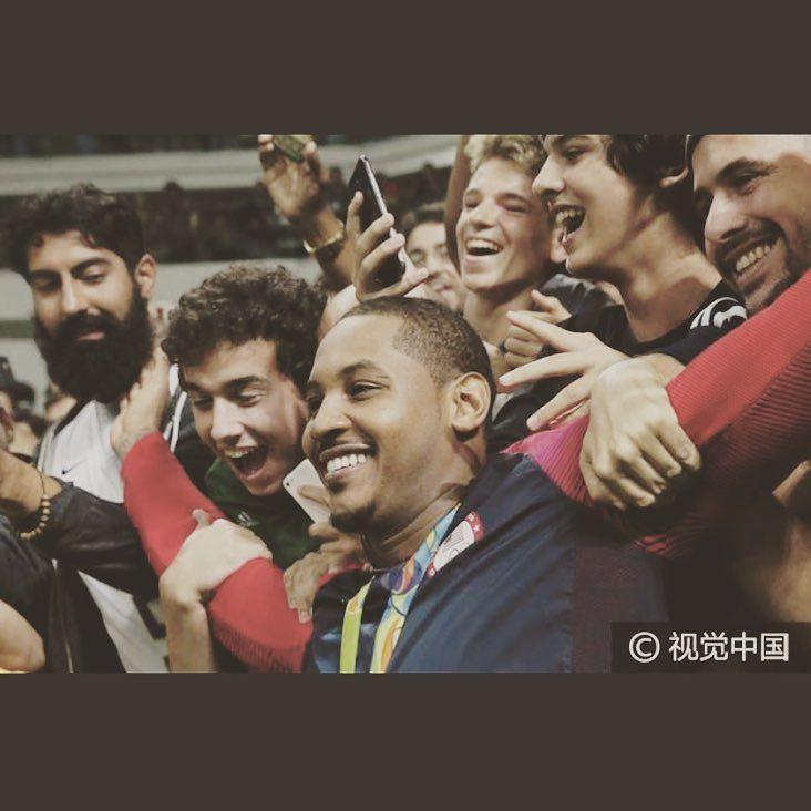 Big smile  #rio #closing #rio2016 #melo #olympics #brazil #nba #closingceremony #usabasketball #gold #roadtorio #cameloanthony #timebrasil #brasil #football #brasilfootball #rionews #rioexpress #expressnews #sportsnews #instanews #instasports #tbt #like #follow #2016olympics #competition #schedule #Rumba #espanol