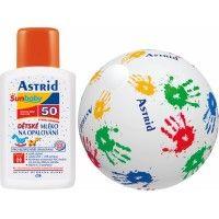 Dětské mléko na opalování SPF 50 200ml + nafukovací míč  /různý vzor/  Zajišťuje vysokou ochranu dětské pokožky před škodlivými vlivy slunečního záření (v oblasti UVA a UVB), vhodná kombinace UV filtrů s vysokým obsahem minerálních filtrů spolu s vitaminem E, D-panthenolem a allantoinem bezpečně chrání dětskou pokožku před spálením a poškozením kožních buněk a zároveň je k dětské pokožce velmi šetrné, hydratuje ji a minimalizuje riziko vzniku slunečních alergií.