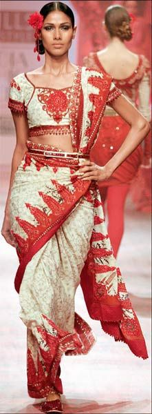 Leave those old ways to drape your #saree #belt up your #saree #sari during weddings.