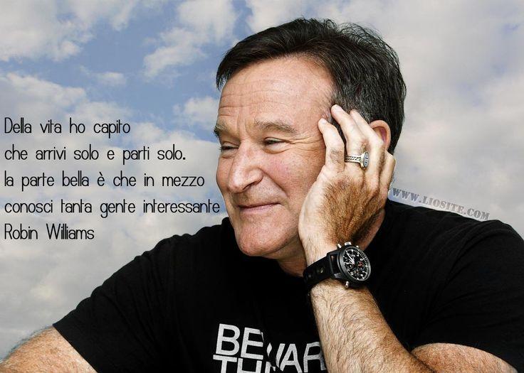 """""""Della vita ho capito che arrivi solo e parti solo. [...] """" Direi che avevi capito """"quasi"""" tutto! E spero che per te sia stato veramente così. #RobinWilliams, #vita, #morte, #solitudine, #bellagente, #compagnia, #liosite, #citazioniItaliane, #frasibelle, #ItalianQuotes, #Sensodellavita, #perledisaggezza, #perledacondividere, #GraphTag, #ImmaginiParlanti, #citazionifotografiche,"""