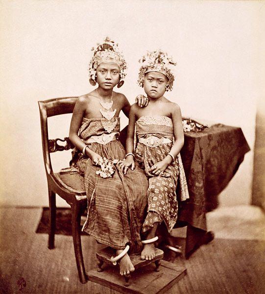 children of the king of bali | bali 1865-1866 | foto: isidore van kinsbergen