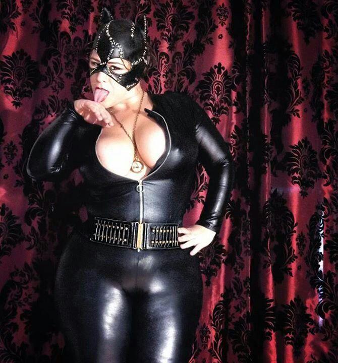 Curvy catwoman