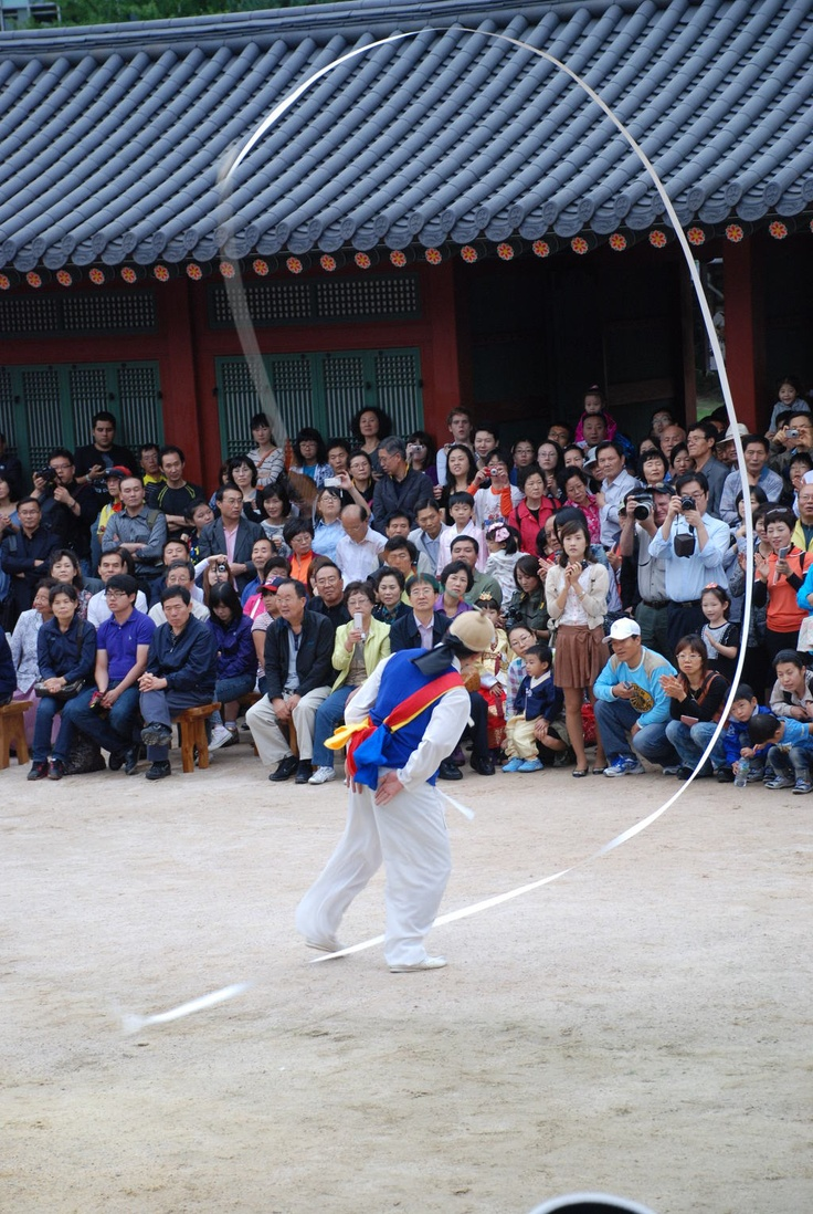 Korean ethnic dancers perform Nongak (Farmers' Dance) in Deoksugung Palace in Seoul