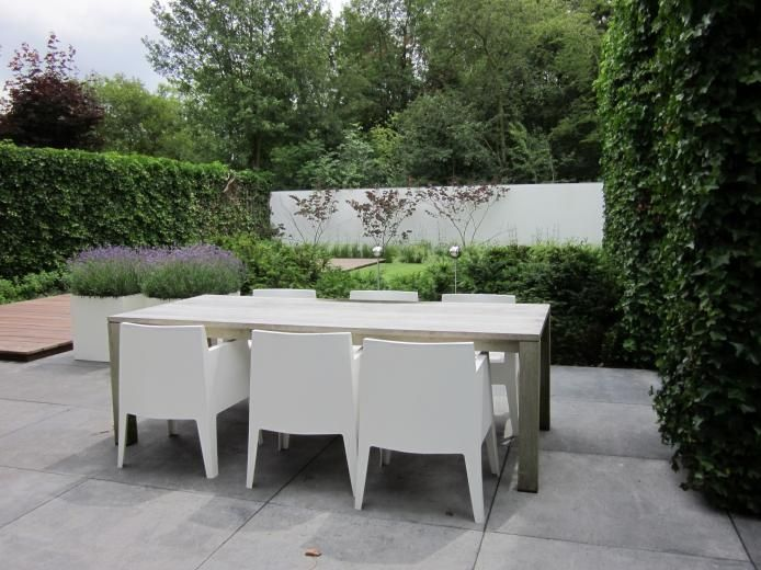large saw cut concrete or large pavers | Moderne Tuinen - Strak en Modern Tuinontwerp