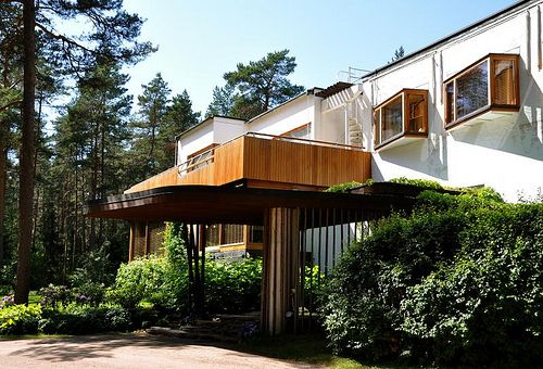 Alvar Aalto: Villa Mairea See and feel the modern architecture by Alvar Aalto! You have a chance to visit the former residence of  Maire and Harry Gullichsen designed by Alvar Aalto together with his wife Aino Aalto.