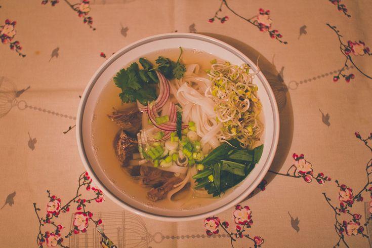 Pho Bo - Vietnamská hovädzia polievka #phobo #medvedicesnak #wildgarlic #vietnamskapolievka #polievka #woodgralic #recepty #recipes #healthy #green #beef #soup #inspiration #cooking #yummy #tasty #vietnam #herbs #kitchen