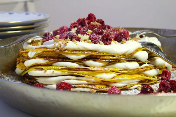 Pannkakstårta med saffran, vit chokladkräm och hallon