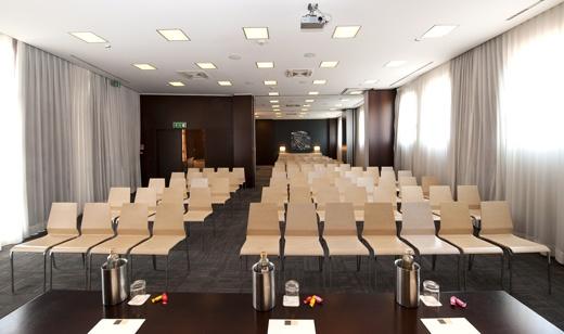 4 meeting rooms