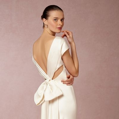 Csodálatos, nyitott hátú esküvői ruhák: már tavaszi esküvőre is