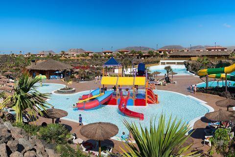 Origo Mare Hotel  Description: Ligging: Het Origo Mare Hotel ligt in een rustige omgeving met eigen voorzieningen. De dichtstbijzijnde plaatsen zijn Lajares op ongeveer 7 kilometer Cotillo op circa 15 kilometer en Corralejo op zo?n 18 kilometer afstand. Het dichtstbijzijnde strand ligt op ongeveer een kilometer afstand.Het hotel biedt een gratis shuttleservice naar Corralejo (Grandes Playa) van maandag t/m donderdag (elke dag 1x) en vrijdag naar Cotillo (1x). Faciliteiten: Origo Mare Hotel…