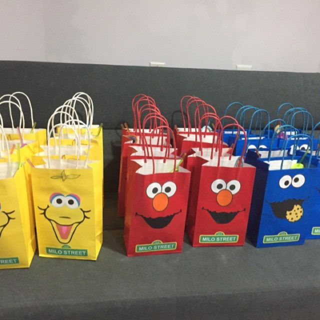 Sesame Street Party Goodie Bags/ favor bags/ Sesame Street Birthday Party favors/ decorations/ ideas/ Sesame street Party bags/ Sesame Street faces for goodie bags/ DIY printable Sesame Street Party ideas