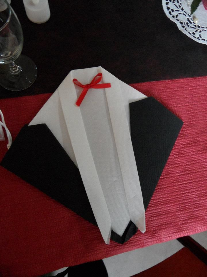 pliage de serviette costume pliage de serviette pinterest. Black Bedroom Furniture Sets. Home Design Ideas