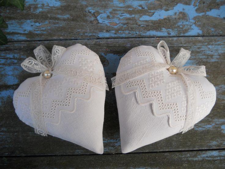 2 coeurs coussin de porte linge ancien chanvre lin broderie anglaise dentelle : Textiles et tapis par l-atelier-de-rose-cottage