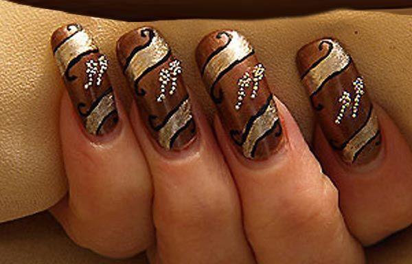 Uñas decoradas color marrón, uñas decoradas color marron y dorado.  Join nails CLUB! #decoraciondeuñas #nails #tonosdeuñas