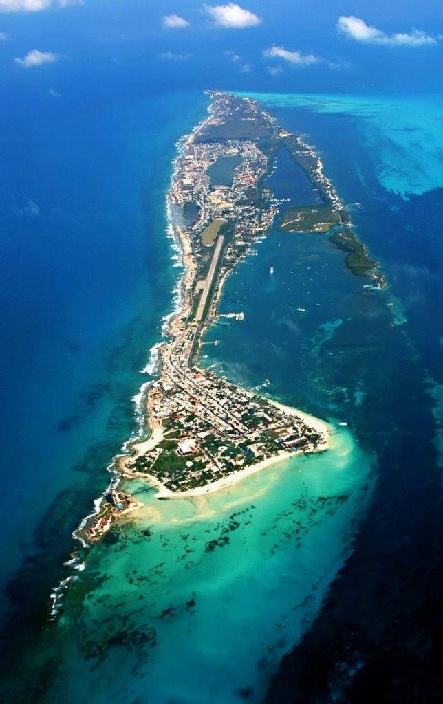 Isla Mujeres; isla de ocho kilómetros de largo (5 millas) por medio de ancho (.3 millas). #IslaMujeres #BestDay #OjalaEstuvierasAqui