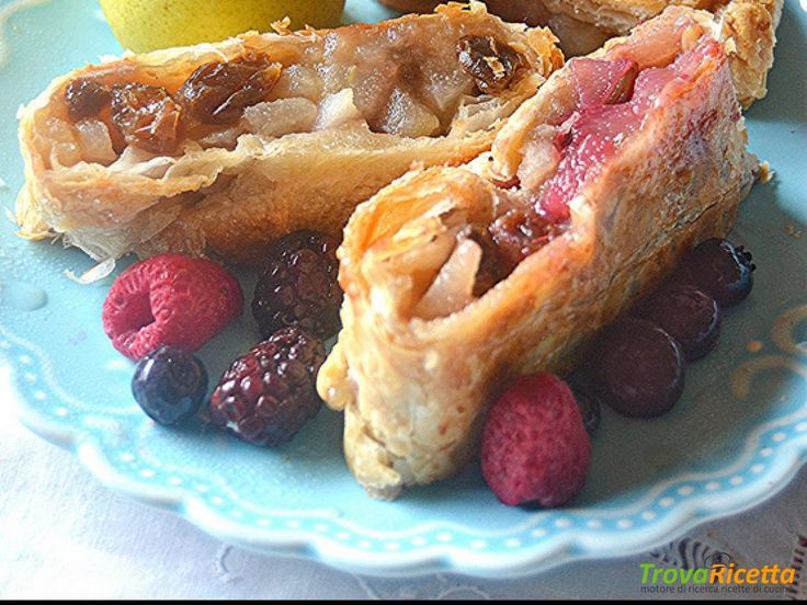Strudel di pere con frutti di bosco  #ricette #food #recipes