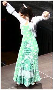 vestido flamenco con estampado en colo blanco y verde
