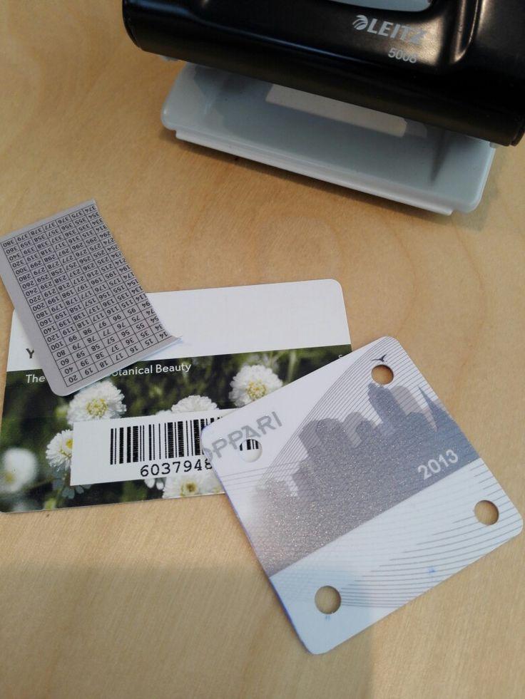 Lautanauhojen tekoon kortteja vanhoista kanta-asiakas- yms. korteista. Toimii hyvin .