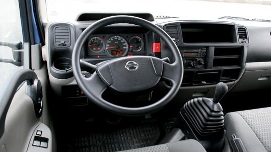 Nissan Cabstar 35.15 doble cabina  http://www.camionactualidad.es/pruebas/pruebas-de-furgonetas/item/376-nissan-cabstar-3515-doble-cabina.html