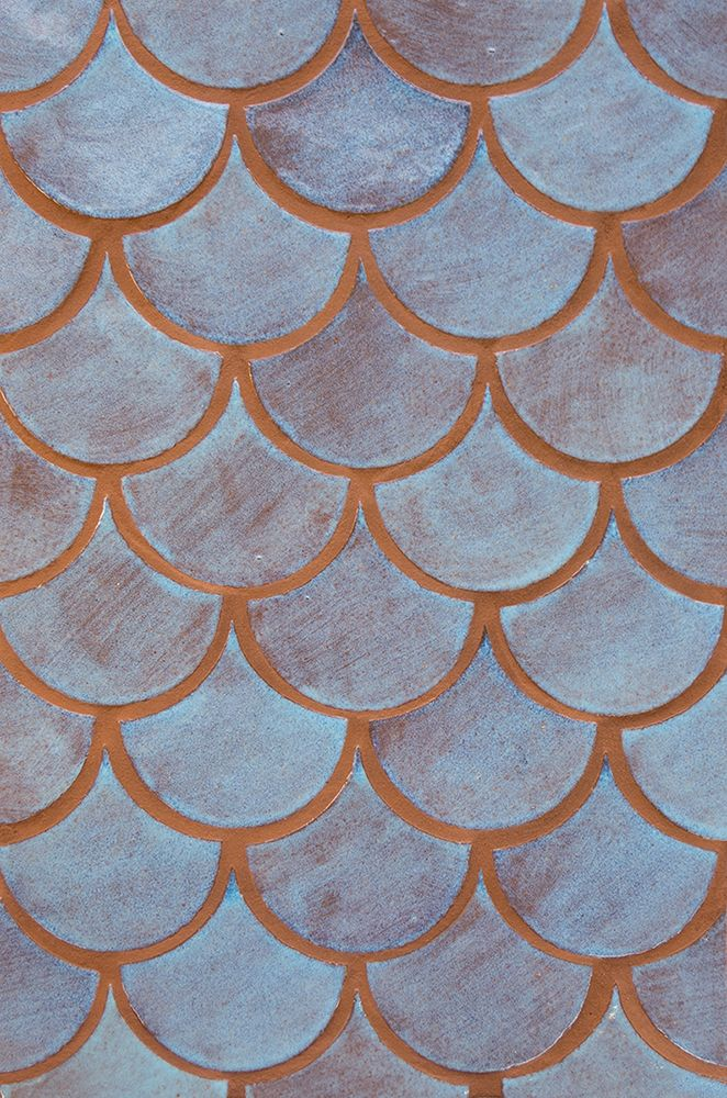 Ooo we are loving these new fish scale tiles! Blue Bell offers such a beautiful range of variation. Remind anyone of the Rainbow Fish book? :) Art Tile - Mercury Mosaics #handmade #tile