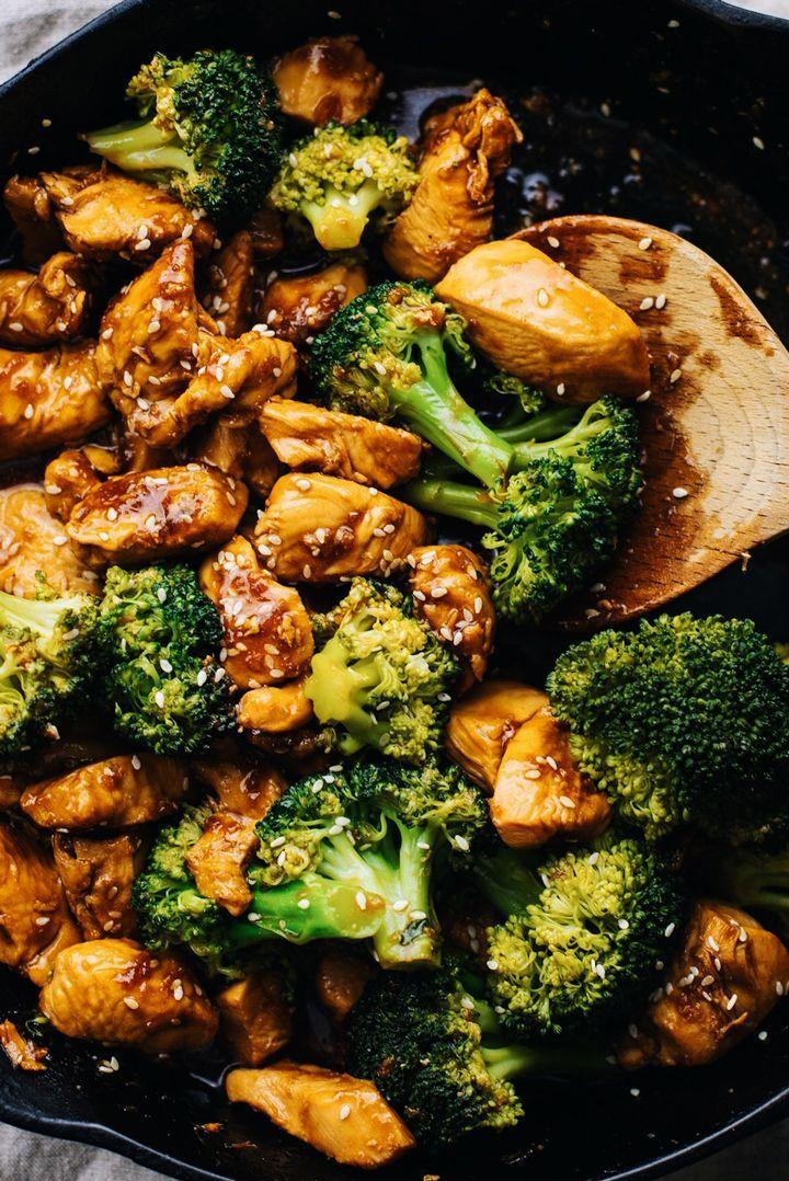 Schnelle und einfache 10-minütige Teriyaki Chicken & Broccoli. Saftiges Hähnchen in einer hausgemachten