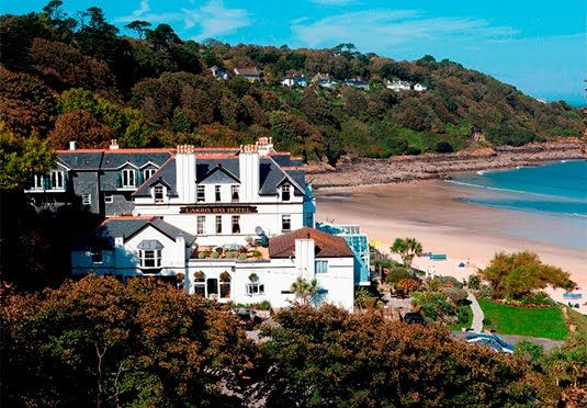 A St Ives hotel with acclaimed food and a Blue Flag beach - includes breakfast, one dinner and one afternoon tea for two