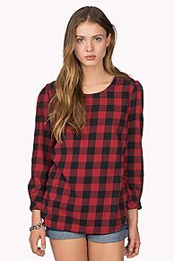 Beautiful blouse in a preppy gingham check crafted from yard dyed cotton flannel. Deeper crew neck with chambray and lace tape along the neckline, accent zippers on the shoulders. Long sleeves, straight fit with a straight hem at the front, longer and curved at the back. Hilfiger Denim flag on the sleeve.<br/><br/>Our model is 1.76m and is wearing a size S Hilfiger Denim blouse.