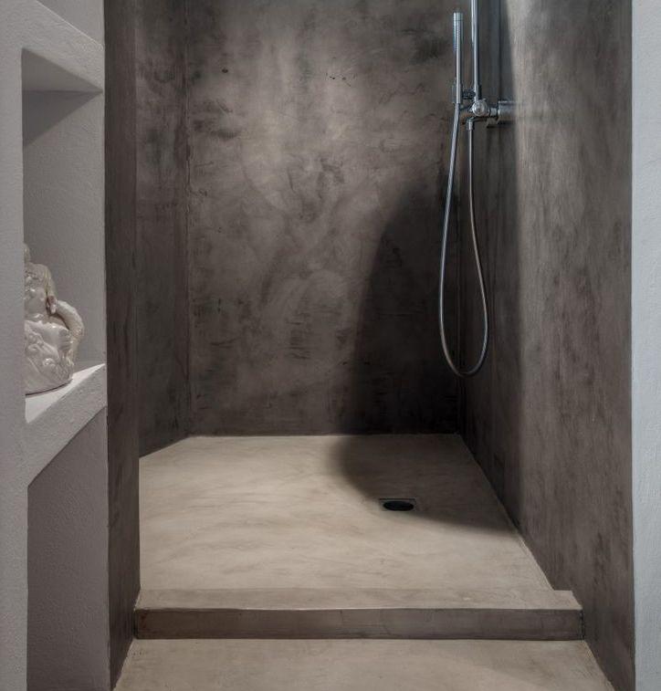 alternativa piatto doccia con rivestimento in microcemento come il pavimento