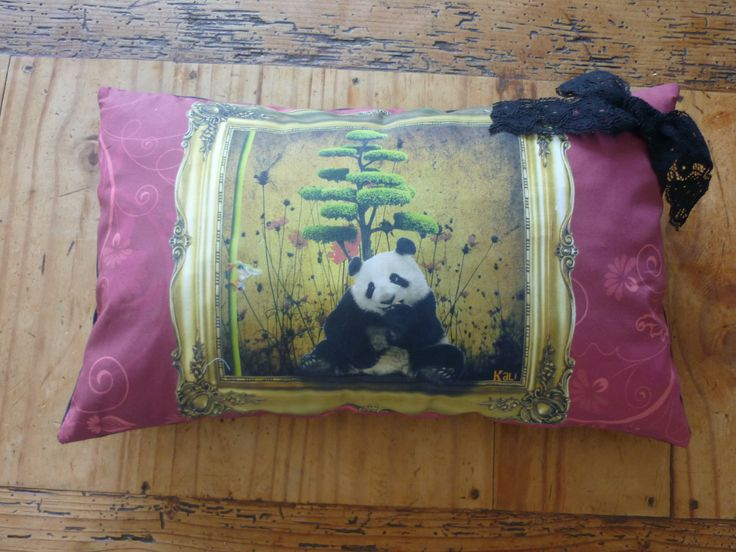 """Coussin rembourré """"le panda et la grenouille"""" kali-créatrice-original : Textiles et tapis par kali-creatrice-original"""