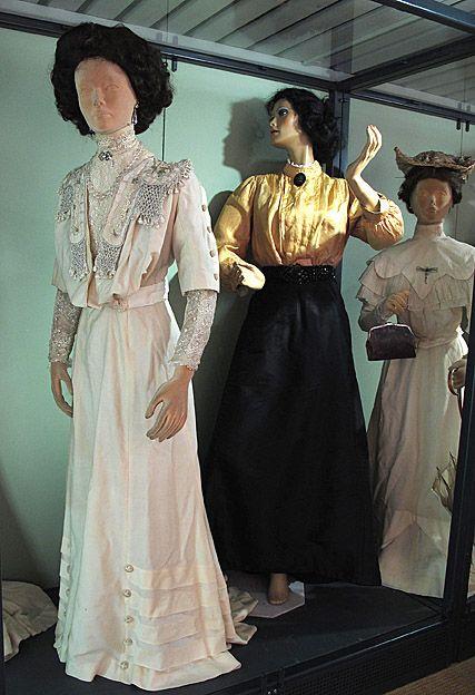 Dräkter enligt jugendstil #EKTAMuseumcenter #Jugend #historicaldresses #Historicalclothing