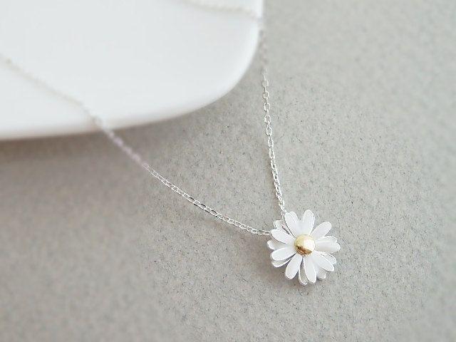 Colar delicado de flor