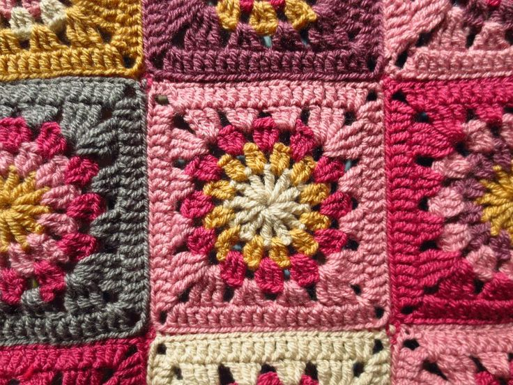 Honey & Roses Granny Square Pattern ~ gorgeous colours